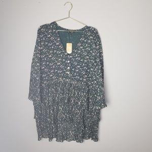NWT Dainty floral printed dress w/ pleated ruffle
